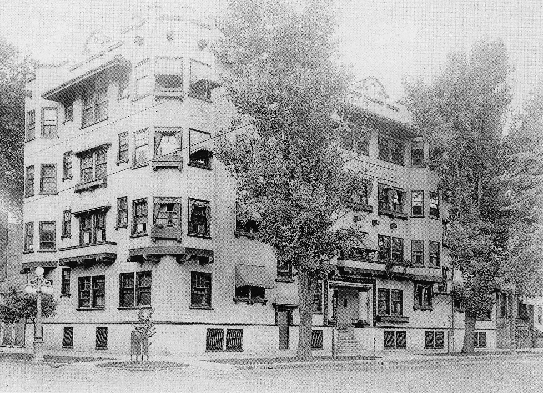 Historic photo of the Maydestone Apartments
