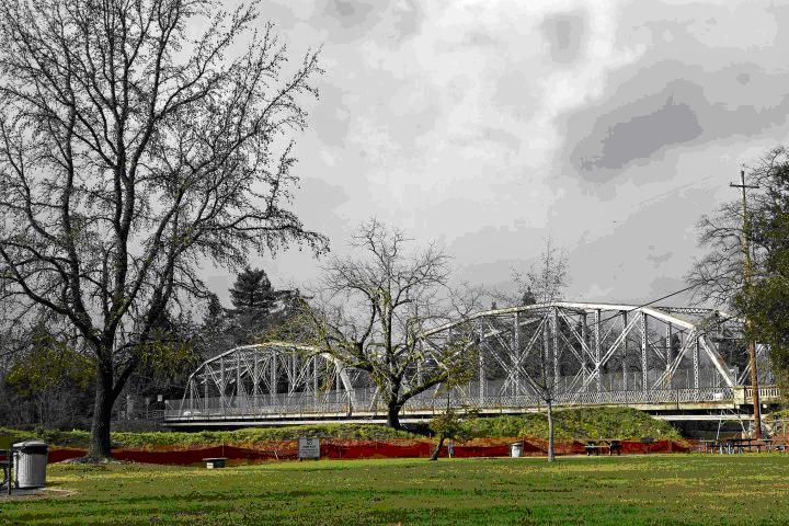 PHOTO: Healdsburg Bridge